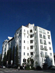 The owner of West Hollywood's historic landmark El Mirador Apartments at  1302 North Sweetzer Ave. (at Fountain), is invoking the Ellis Act and  emptying the building of tenants. Photo by WeHo News.